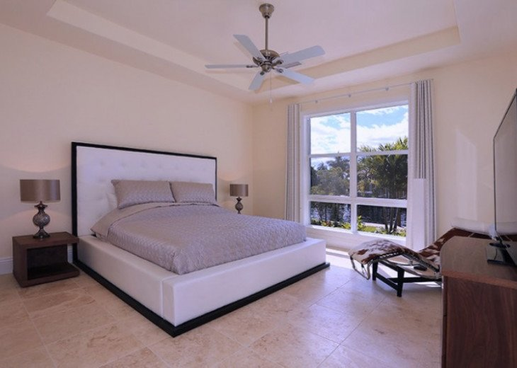 Bahama Breeze - Large Pool & Spa Facing to the Southwest on Intersecting Canals #34