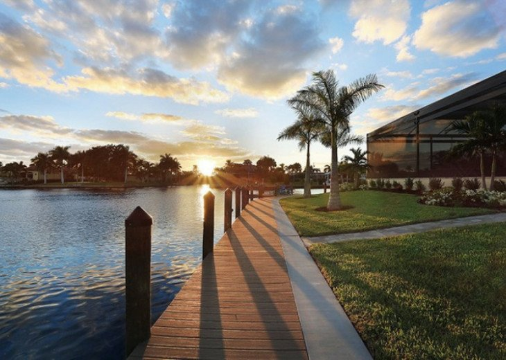 Bahama Breeze - Large Pool & Spa Facing to the Southwest on Intersecting Canals #19