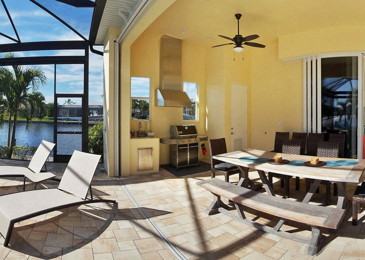 Bahama Breeze - Large Pool & Spa Facing to the Southwest on Intersecting Canals #11