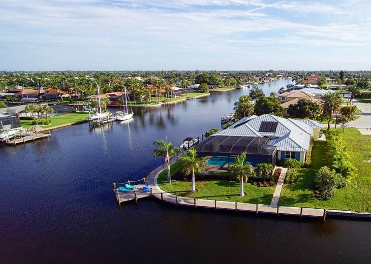 Bahama Breeze - Large Pool & Spa Facing to the Southwest on Intersecting Canals #49