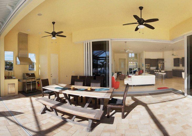 Bahama Breeze - Large Pool & Spa Facing to the Southwest on Intersecting Canals #12