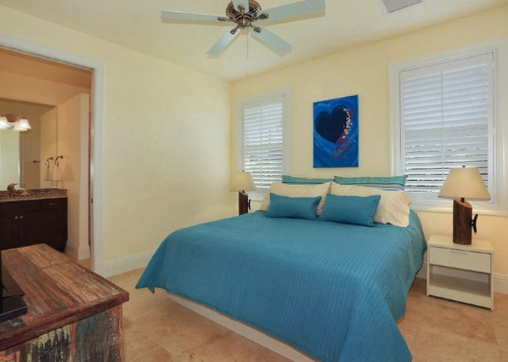 Bahama Breeze - Large Pool & Spa Facing to the Southwest on Intersecting Canals #36