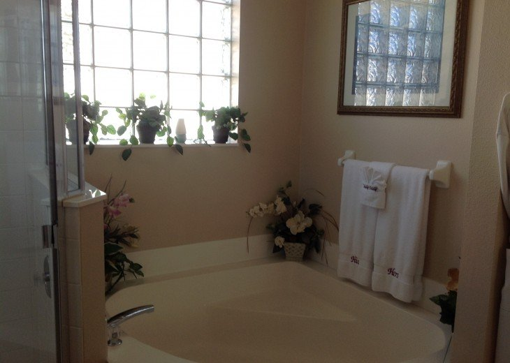 King Master ensuite garden tub!