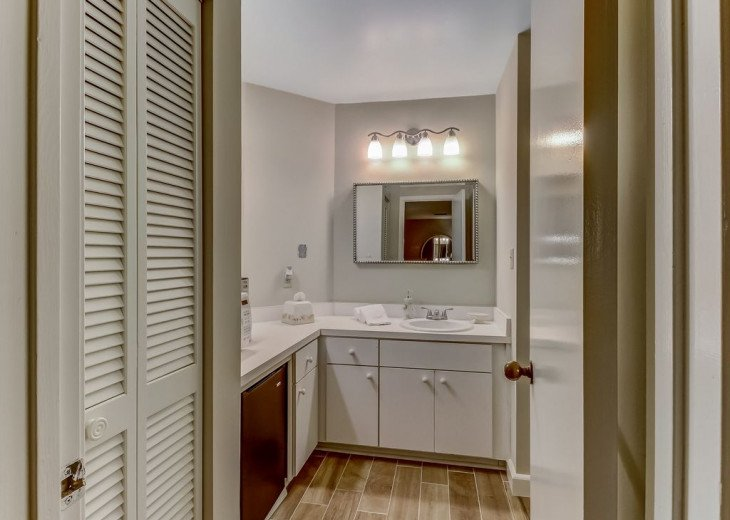 DESIRABLE OCEANSIDE PET FRIENDLY WITH FREE WIF #22