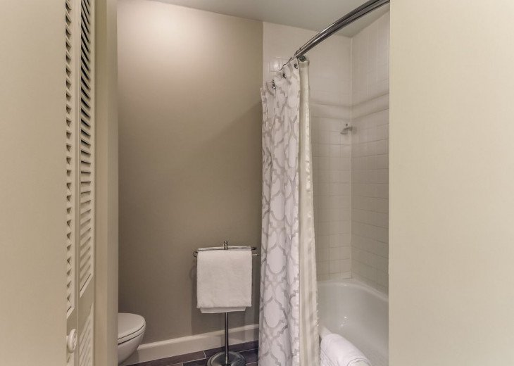 DESIRABLE OCEANSIDE PET FRIENDLY WITH FREE WIF #20