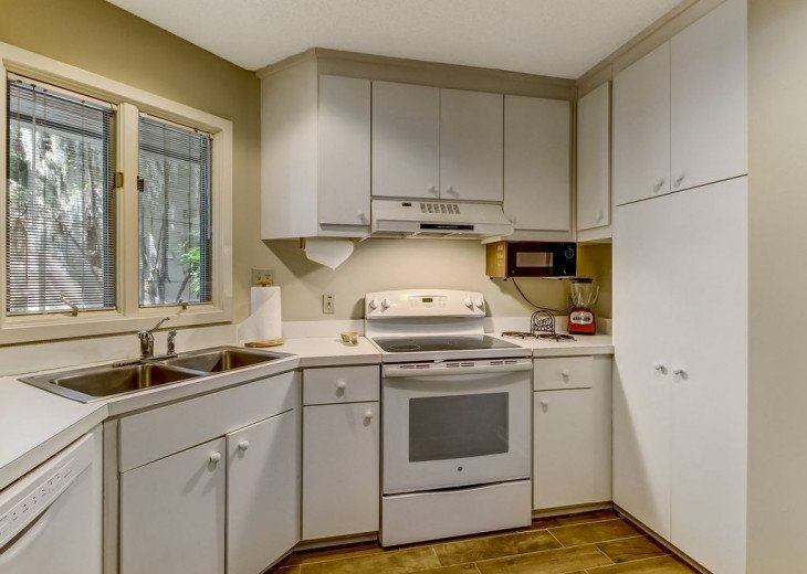 DESIRABLE OCEANSIDE PET FRIENDLY WITH FREE WIF #13