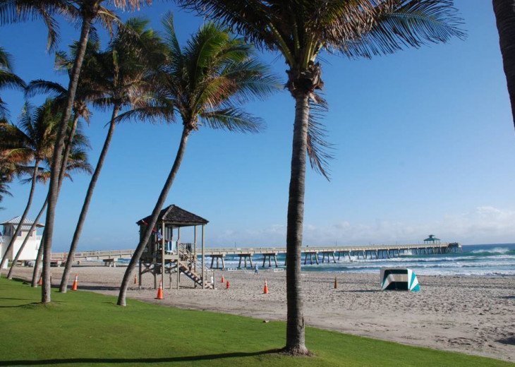 "Deerfield Beach Condo behind the ""Wyndham"" on the beach! #3"