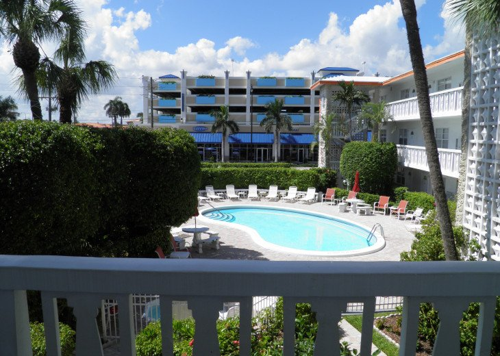 "Deerfield Beach Condo behind the ""Wyndham"" on the beach! #10"