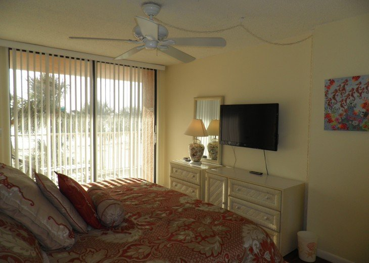 Fabulous End Unit - Huge Balcony Overlooking Beach #14