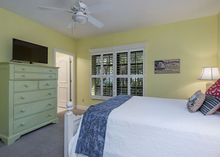 Manatee Cove Beach House ~ Walk to famous 3rd Street shopping and dining ~ #10