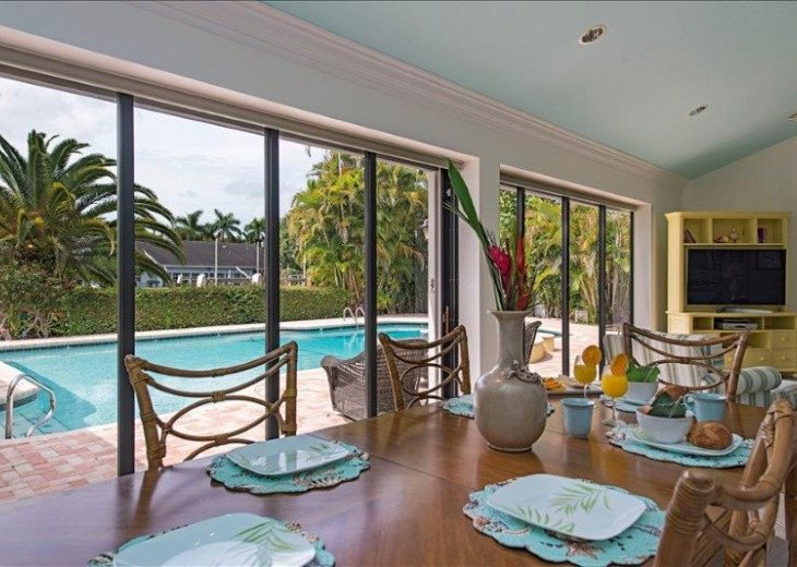 Manatee Cove Beach House ~ Walk to famous 3rd Street shopping and dining ~ #5