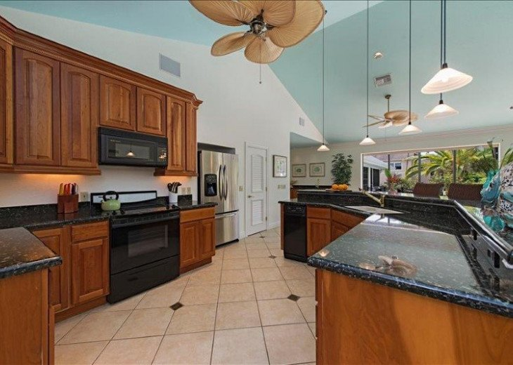 Manatee Cove Beach House ~ Walk to famous 3rd Street shopping and dining ~ #7
