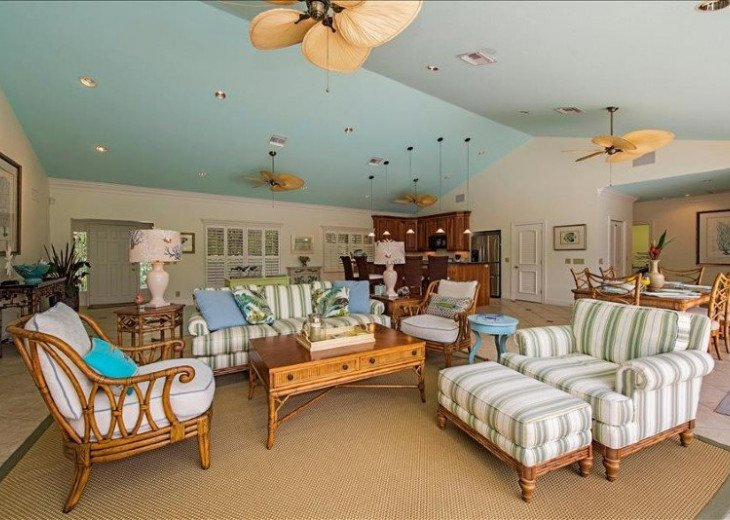 Manatee Cove Beach House ~ Walk to famous 3rd Street shopping and dining ~ #8