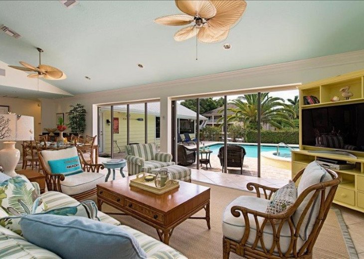 Manatee Cove Beach House ~ Walk to famous 3rd Street shopping and dining ~ #6