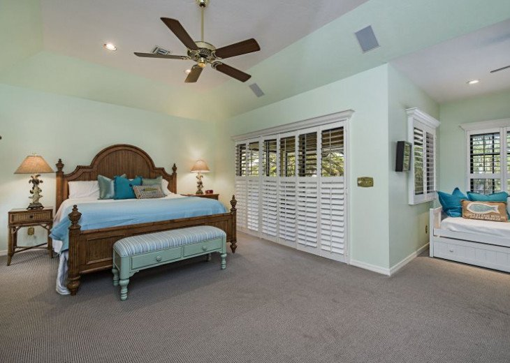 Manatee Cove Beach House ~ Walk to famous 3rd Street shopping and dining ~ #4
