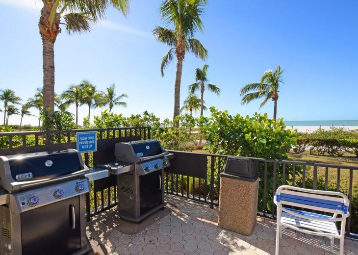 2 new grills next to the clubhouse