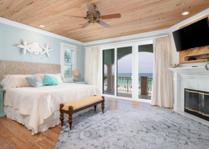 Second floor king suite offering gulf views