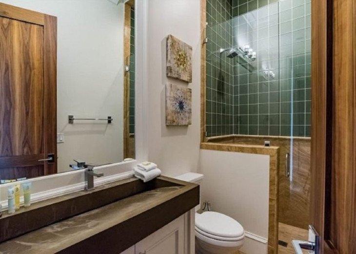 En-suite Private Bath feat. Private Bath
