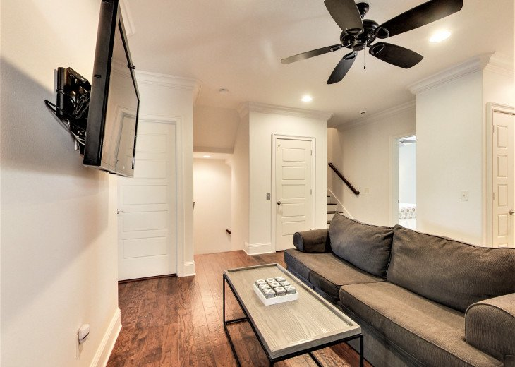 2nd Floor Living Area with Flat Screen TV