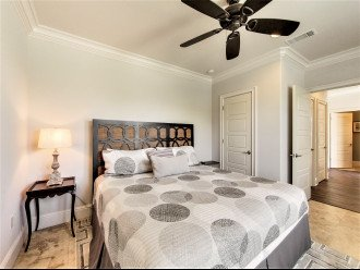 1st floor King Suite w/ tub/shower combo and Flat screen TV