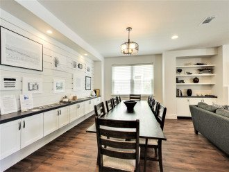 Great family gatherings and dinning, seating for 10 +