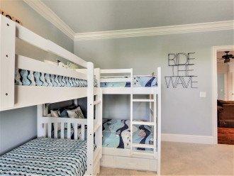 2nd Floor Bunkroom with 2 Twin-over-Twin Bunks Sleeps 4