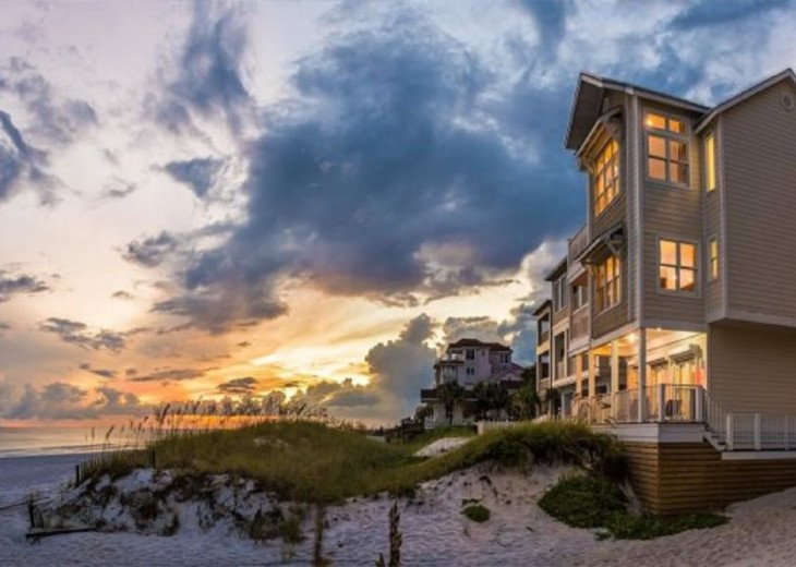 Admire the Beautiful Sunsets That The Emerald Coast Has to Offer