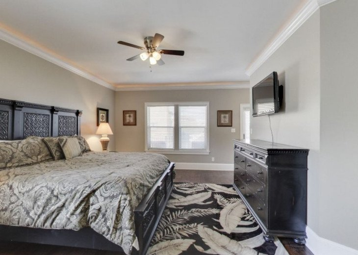Second Floor King Suite w/ Twin Bunk Bed & Private Bath Sleeps 4