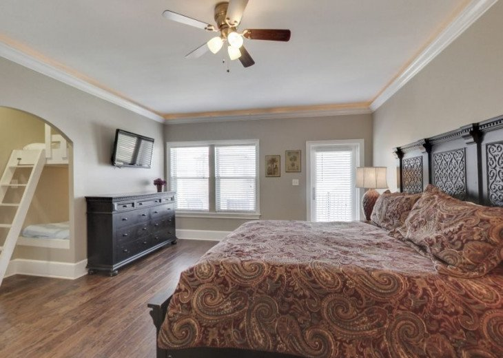 Third Floor King Suite w/ Twin Bunk Bed & Private Bath Sleeps 4