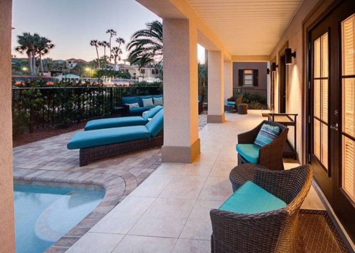 Spacious Pool Deck