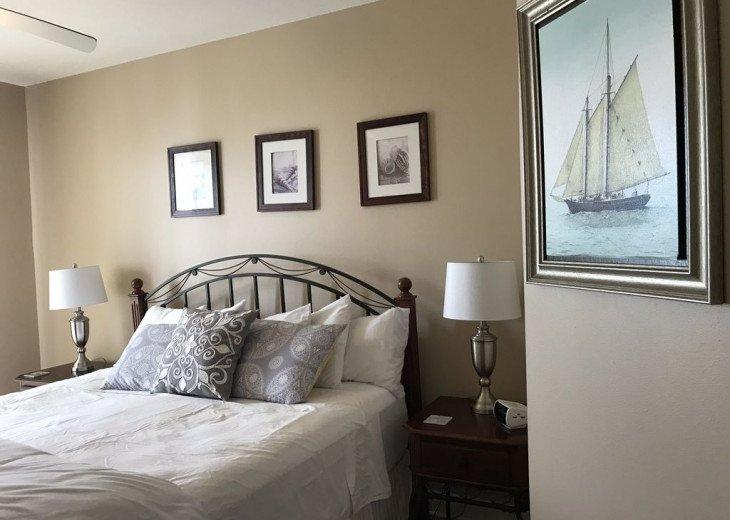 2nd Floor, wood floors, New TVs/Beds, best views, 1King, 3Full, 1Twin #5
