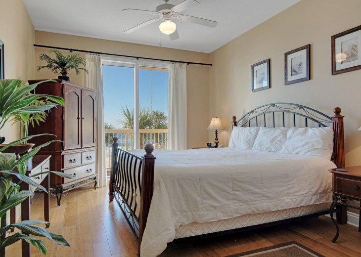 2nd Floor, wood floors, New TVs/Beds, best views, 1King, 3Full, 1Twin #24