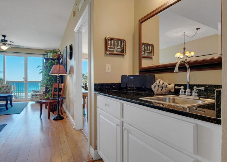 2nd Floor, wood floors, New TVs/Beds, best views, 1King, 3Full, 1Twin #19
