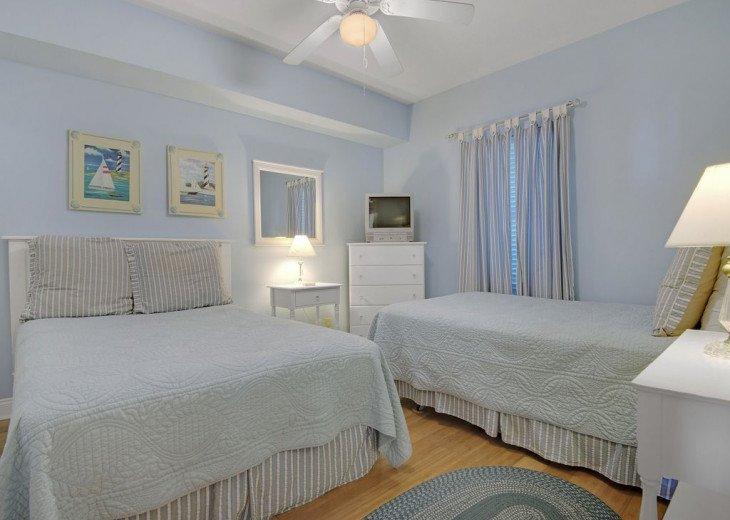 2nd Floor, wood floors, New TVs/Beds, best views, 1King, 3Full, 1Twin #12