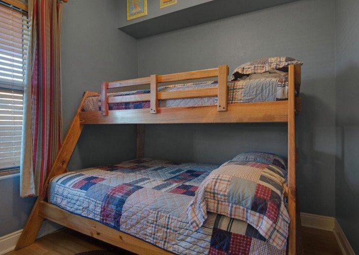 2nd Floor, wood floors, New TVs/Beds, best views, 1King, 3Full, 1Twin #15