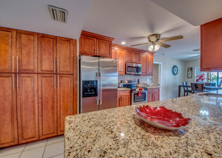 Villa Pelican - Cape Coral 8 Lakes! Kayaks, Dock, Heated Pool #12