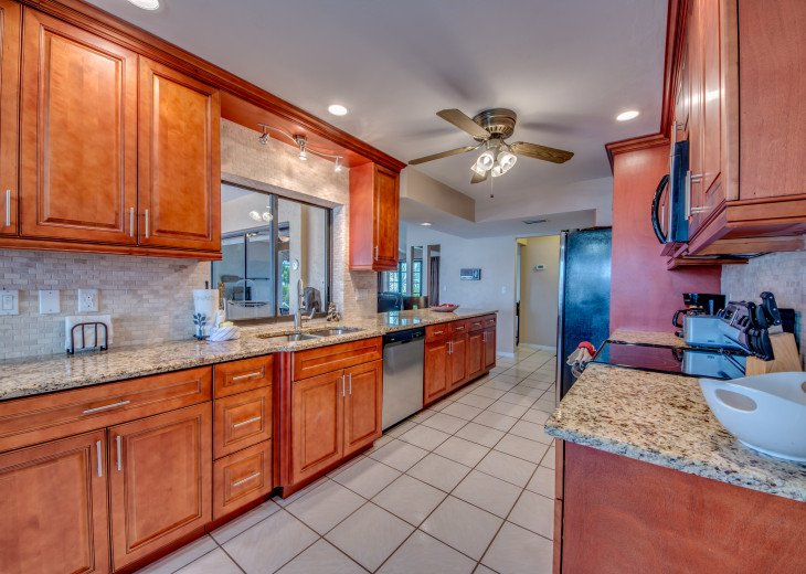 Villa Pelican - Cape Coral 8 Lakes! Kayaks, Dock, Heated Pool #13