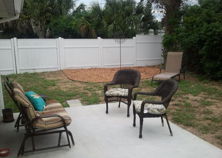 Walk to the Beach ! Centrally located Pet Friendly Beach Bungalow #18