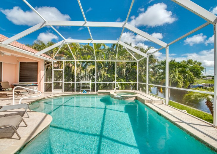 Villa Happy Hour - Affordable Waterfront Home - Heated Pool and Spa #4