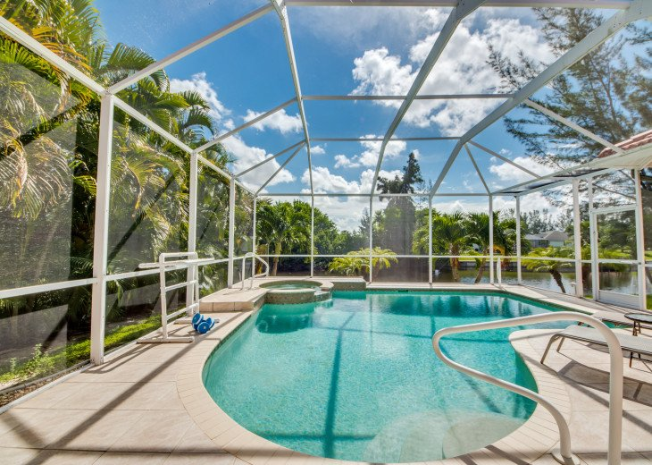 Villa Happy Hour - Affordable Waterfront Home - Heated Pool and Spa #5
