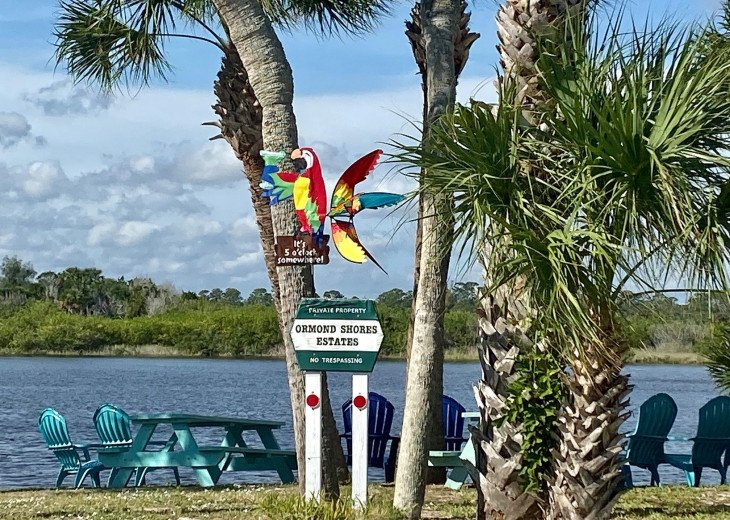 Walk to the beach from this peaceful, pet friendly, hideaway #32