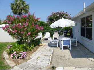 Walk to the beach from this peaceful, pet friendly, hideaway #1