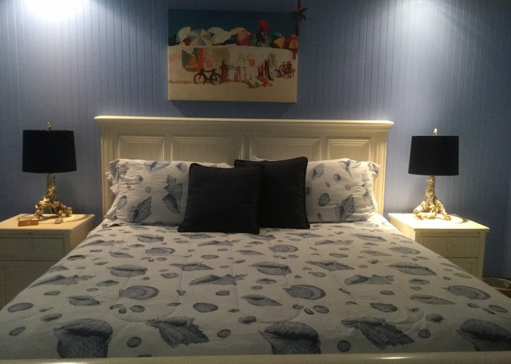 Carriage House king bed and bedside tables