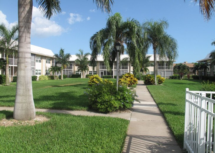 Large 2 Bedroom Across From the Beach - BEACHVIEW. #13