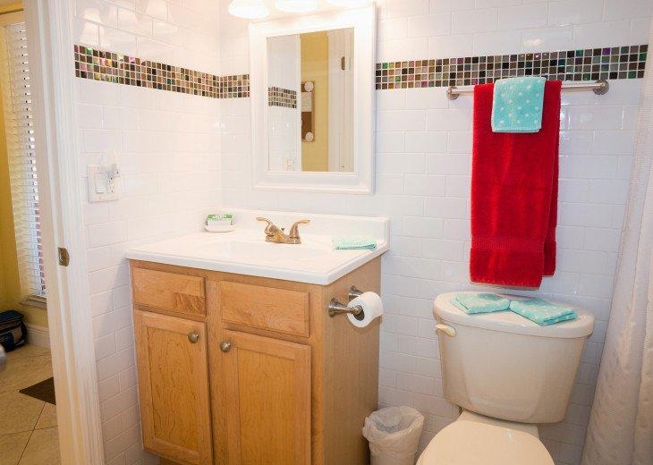 Dans Florida Condos - 1 bedroom 1 bath (Private Beach Access) Runaway Bay #17