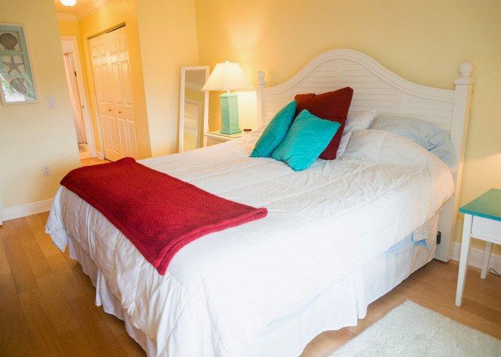 Dans Florida Condos - 1 bedroom 1 bath (Private Beach Access) Runaway Bay #18