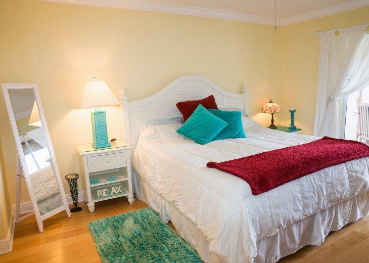 Dans Florida Condos - 1 bedroom 1 bath (Private Beach Access) Runaway Bay #14