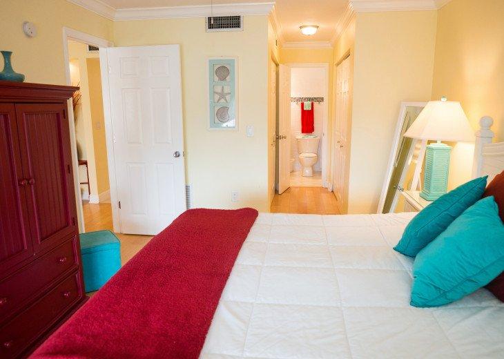 Dans Florida Condos - 1 bedroom 1 bath (Private Beach Access) Runaway Bay #16