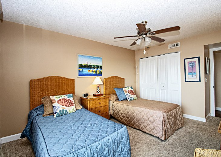 Quality furnishing carpe, Doors and Closets in Guest BR