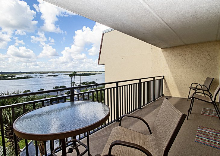 Quality Patio Funiture on Intracoastal Balcony